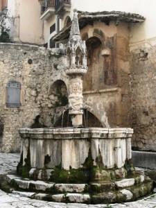 Fontana trecentesca nel centro storico di Fontecchio (AQ)