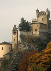 chiesa e castello di Saint pierre in autunno