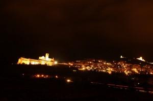 Visuale notturna di Assisi