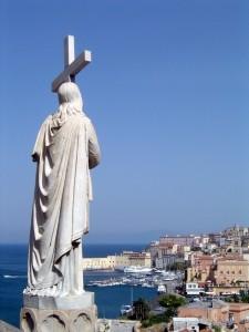 La chiesa di S. Francesco veglia sul Golfo di Gaeta