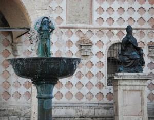 Fontana Maggiore particolare