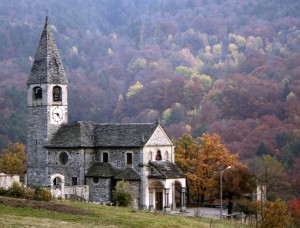 Chiesa in autunno