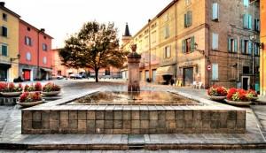 Fontana nella piazza di Marano S. P. (MO).