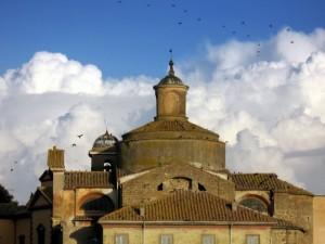 Volo di uccelli sul campanile dei SS. Martiri