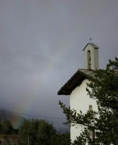 chiesetta con arcobaleno…