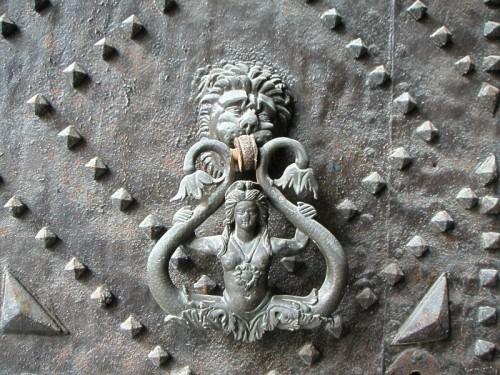Aversa - Sirena bicaudata sul portale della Chiesa della SS. Annunziata ad Aversa.