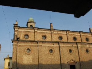 la fiancata sinistra della chiesa.