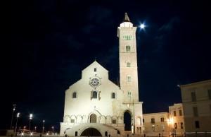 Cattedrale di Trani e luna
