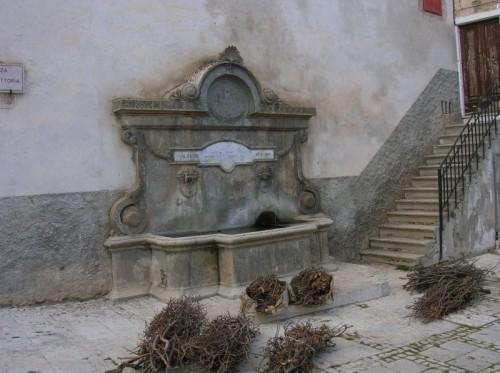 Calascio antica fontana a calascio for Fontane antiche