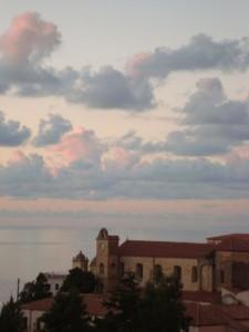 Nuvole passeggere sulla chiesa dell'Annunziata