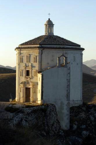 Calascio - La chiesa ottagonale