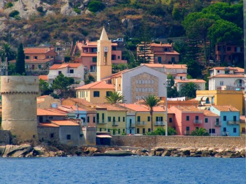 cruises and sailing holidays to the island of Giglio and Giannutri ...