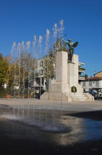 Scandicci - La fontana ed il guerriero