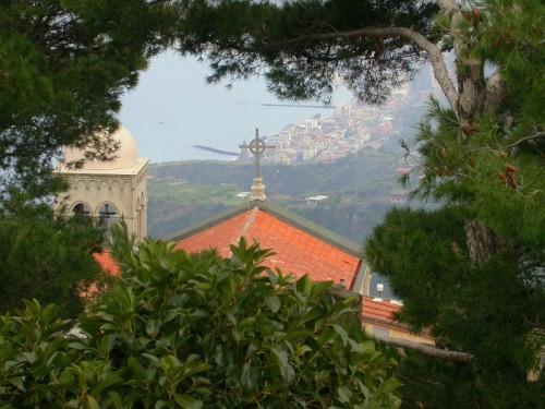 Castelmola - Tra le fronde (dal castello)