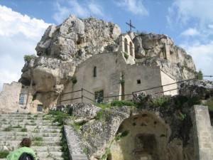 Una chiesa incassata nella roccia