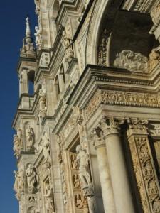 Particolare della facciata della Certosa di Pavia.