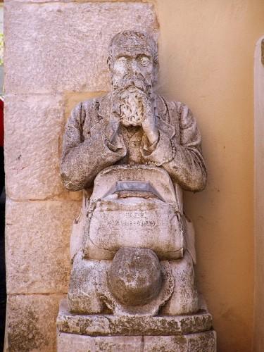 Sgonico - fedele della chiesa di santa croce