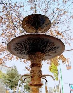 La fontana con i colori dell'autunno