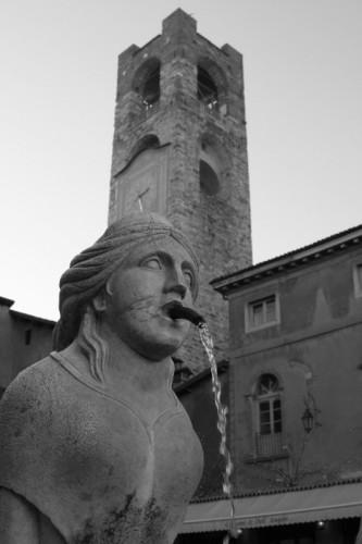 Bergamo - fontana in piazza vecchia