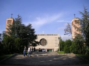 Santa Maria di Loreto. Moderna basilica per la città dell'aria.