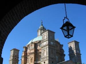 Arco e lampioncino a Vicoforte