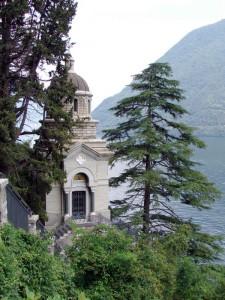 Verso la chiesa della Madonna