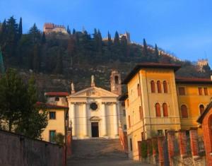 Chiesa vegliata dal castello