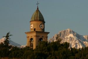 Il campanile di Annone fa capolino con le Grigne sullo sfondo