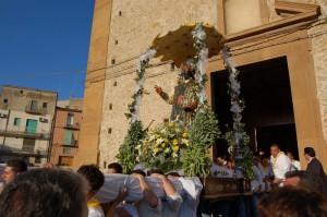 Parrocchia  San Filippo d'Agira a Piazza Armerina uscita del Santo in processione