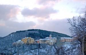 Poggiodomo e la chiesa  di San Carlo Borromeo