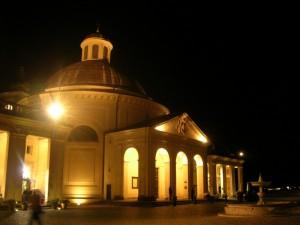 Cattedrale di Ariccia in notturna