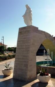 Fontana con Madonna di giorno