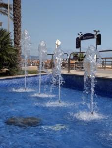Un tuffo dove l'acqua è più blu….