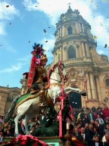 Modica, il simulacro e la Chiesa di San Giorgio in Aprile