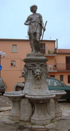 Fornelli - Fontana in P.zza S.Pietro Martire