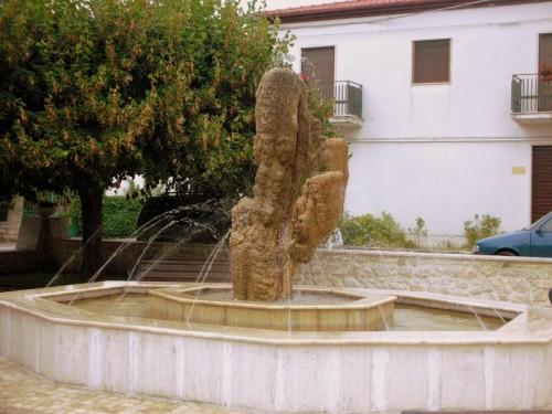 Rocchetta a Volturno - Fontana in P.zza S.Domenico