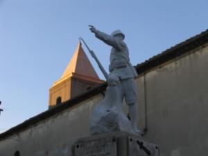 Monumento con campanile chiesa