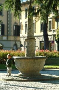 Fontana in pietra presso il Giardino di Palazzo Sassi a Sondrio