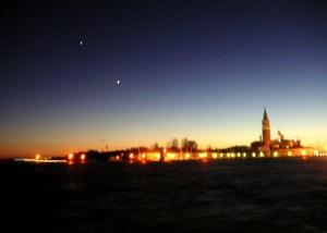 Due stelle di auguri per San Giorgio Maggiore. Tramonto.