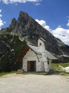 La chiesa di passo Falzarego