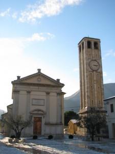 Chiesa di San Vigilio e torre campanaria a Pove del Grappa - Contro luce.
