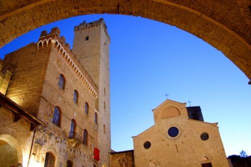 San Gimignano - Dall' androne del palazzo del Podestà
