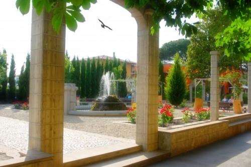 Certaldo - Fontana del giardino Toda