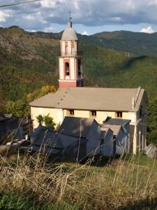 chiesa lungo la strada di acero verso la forcella