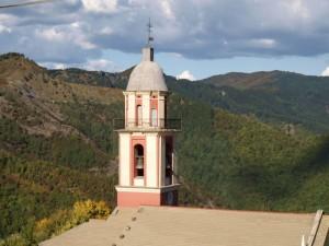particolare del campanile chiesa acero