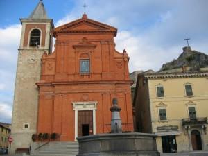 """la """"fontana della pace"""" con la cattedrale"""