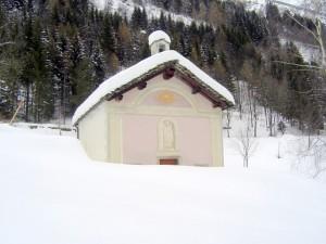 chiesa sulla strada per rima