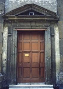 Il portale. Giulianello, San Giovanni.