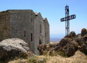 Chiesa, croce e rocce…..