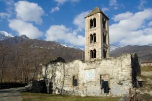 Il campanile resiste